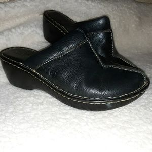 Born leather slides. 7M
